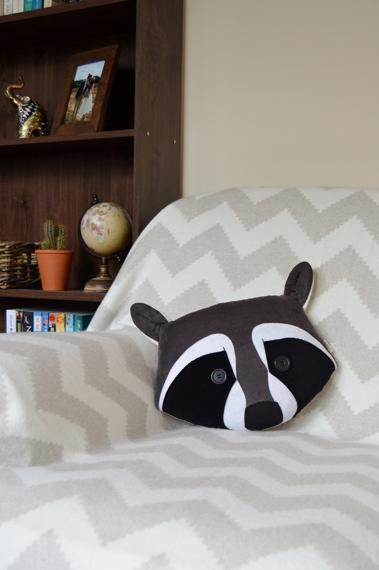 Raccoon Pillow | Midgins'