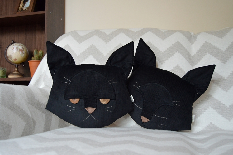 Black Cat Pillow | Midgins'