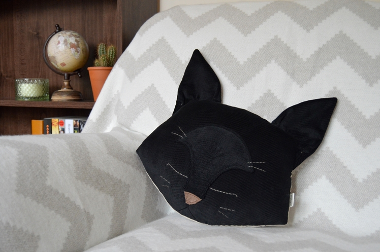 Black Cat Pillow | Midgins'