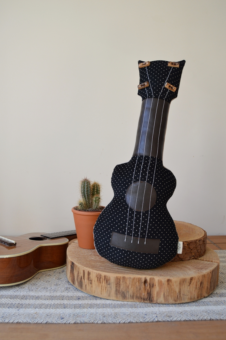 Ukulele Pillow | Midgins'